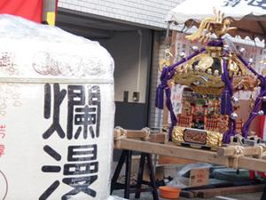 樽と神輿.jpg
