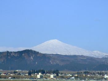鳥海山写真2012.04.20.jpg