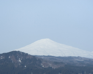 鳥海山写真2013.4.16 みたけ蔵.jpg