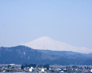 鳥海山写真2013.4.23.jpg