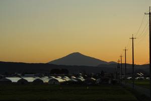 鳥海山写真2013.9.17. 両神5時45分ころ.jpg