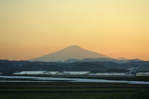 鳥海山写真2014.4.11 柳田橋付近.jpg