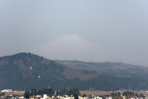 鳥海山写真2014.4.24みたけ蔵.jpg