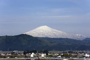 鳥海山写真2014.5.12みたけ蔵.jpg