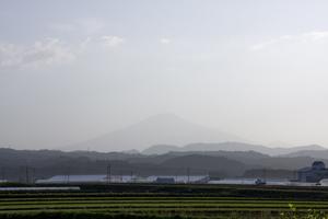 鳥海山写真2014.5.27 柳田橋付近.jpg