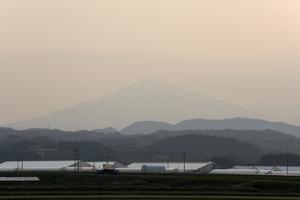 鳥海山写真2014.5.7 柳田橋付近.jpg