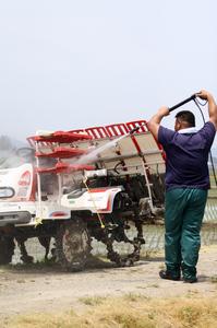自然米田植え機械洗い.jpg