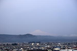 鳥海山写真2015.4.22 .jpg