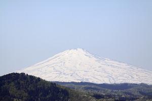 鳥海山写真2015.4.30 .jpg