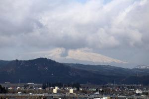 鳥海山写真2015.4.6.みたけ .jpg