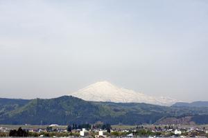 鳥海山写真2016.5.9.jpg