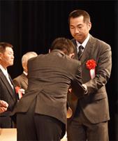 長谷山さん受賞2.jpg